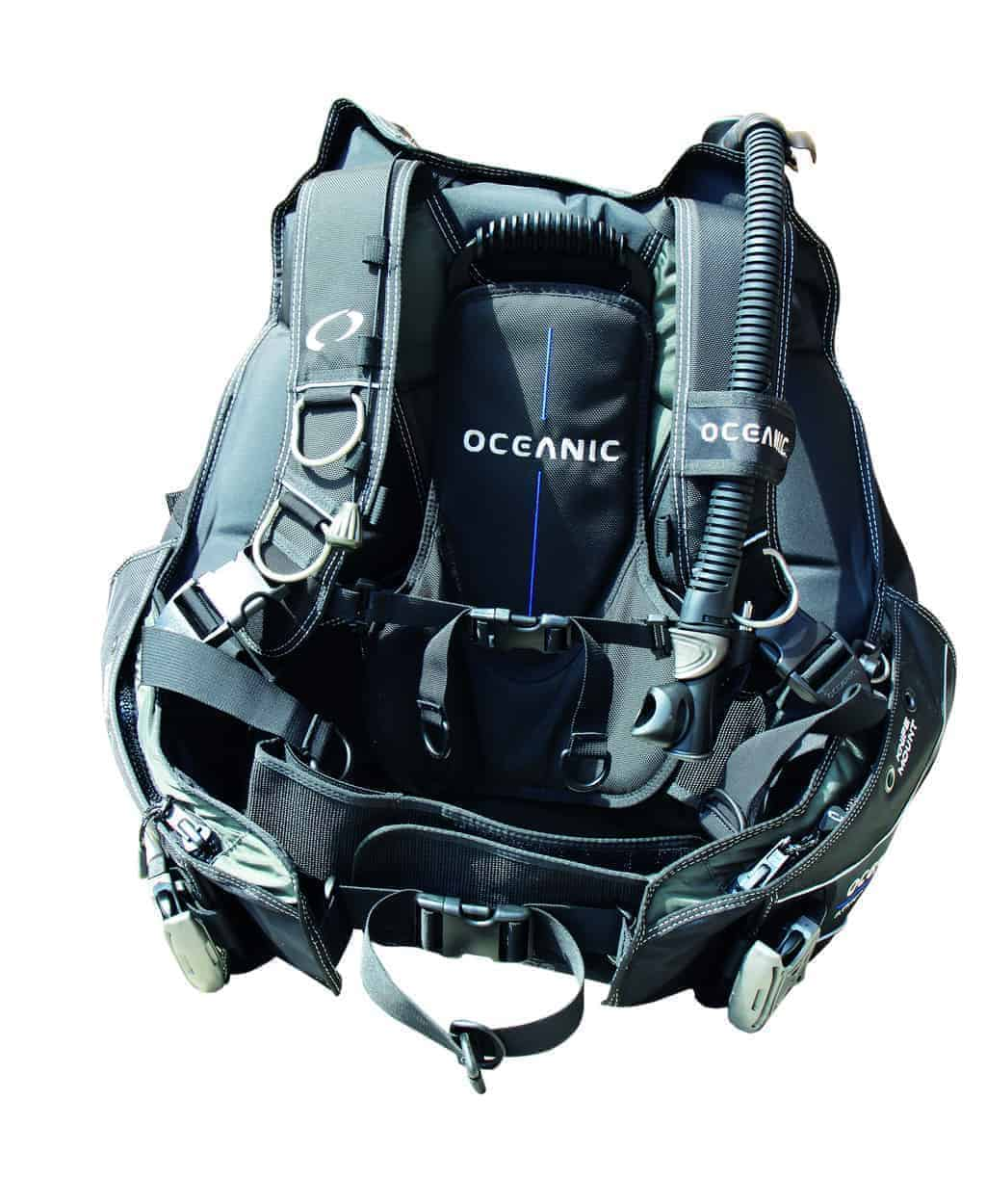 Oceanic Atmos BCD is a robustly built jacket which features an innovative hybrid aircell which provides rear-inflation for support underwater along with front inflation as per a traditional BCD for surface support.