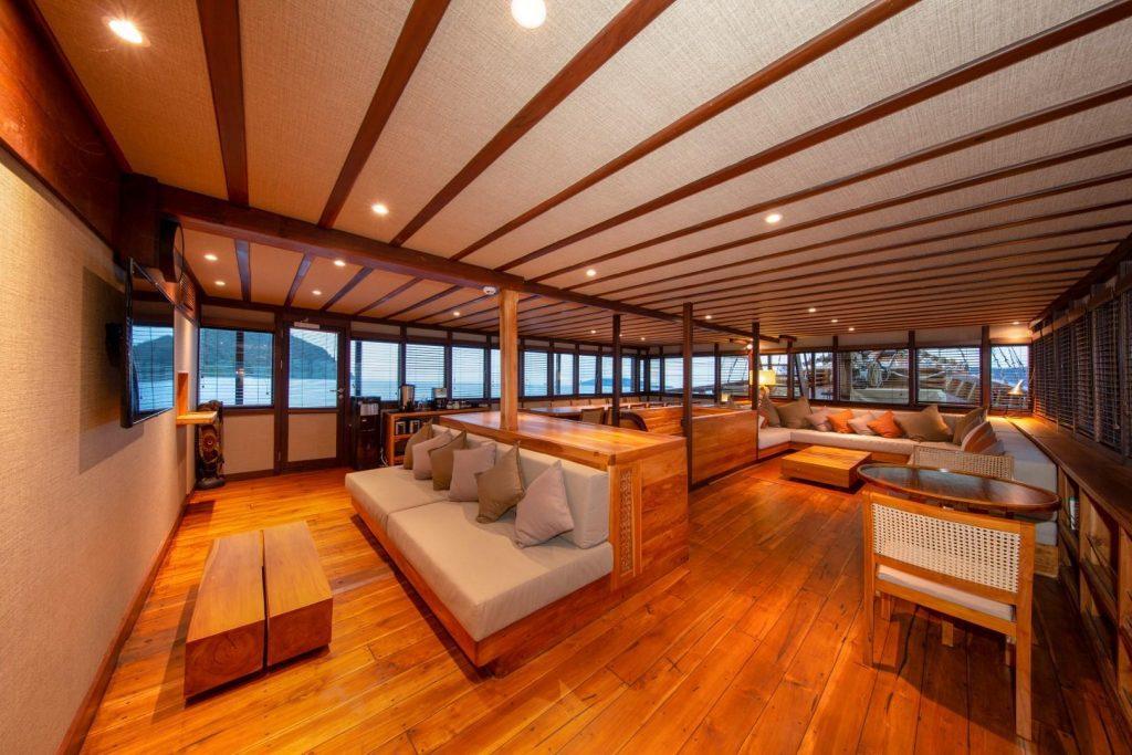 Coralia Liveaboard Lounge 3 (Large)