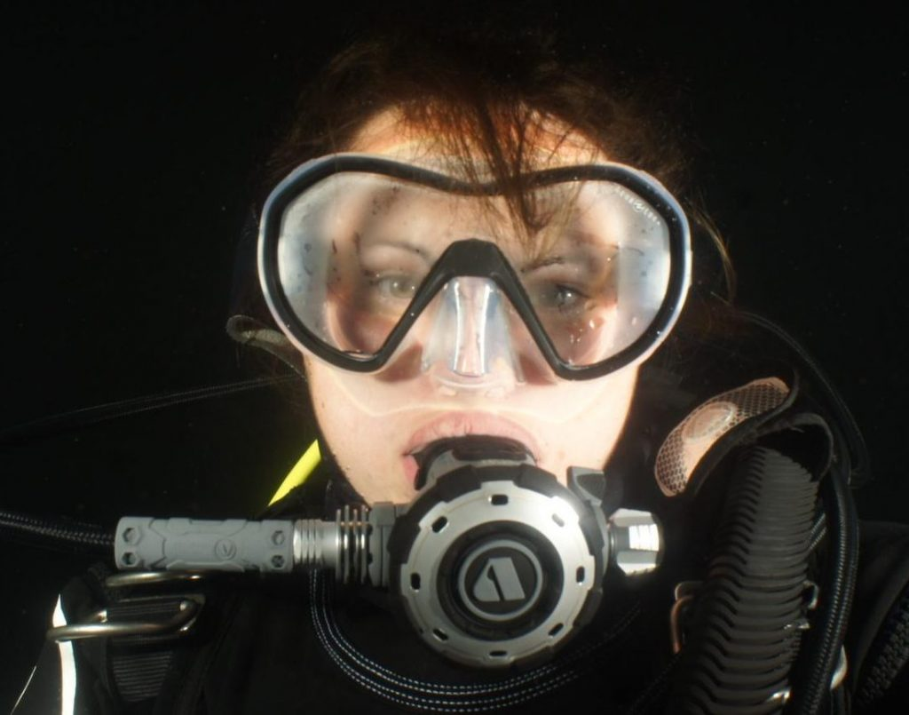 How to stop a dive mask fogging 1