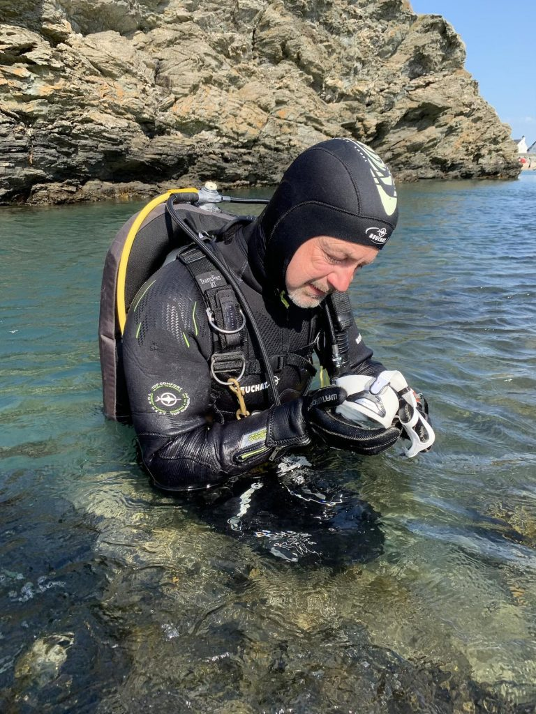 How to stop a dive mask fogging 4