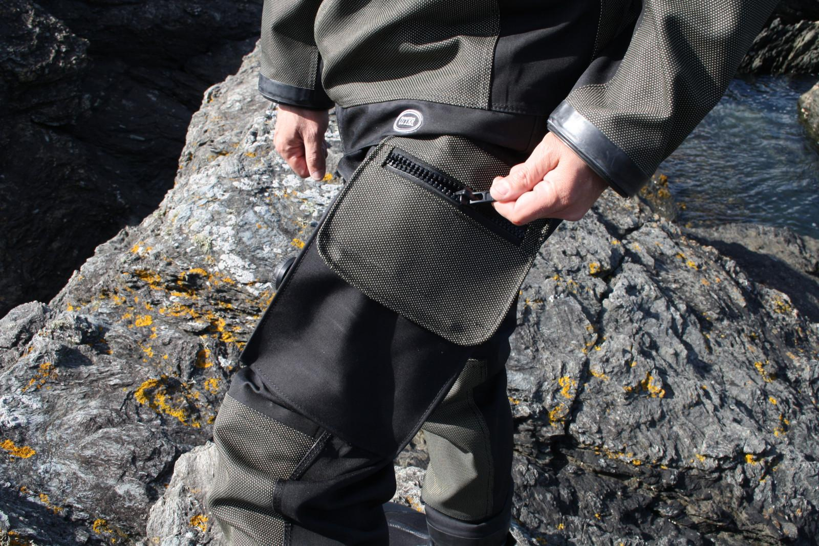 The spacious thigh pockets are well equipped with bungee cords and D-rings to secure the contents - slates, back-up torches, etc