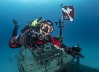 Considerations on diving insurance
