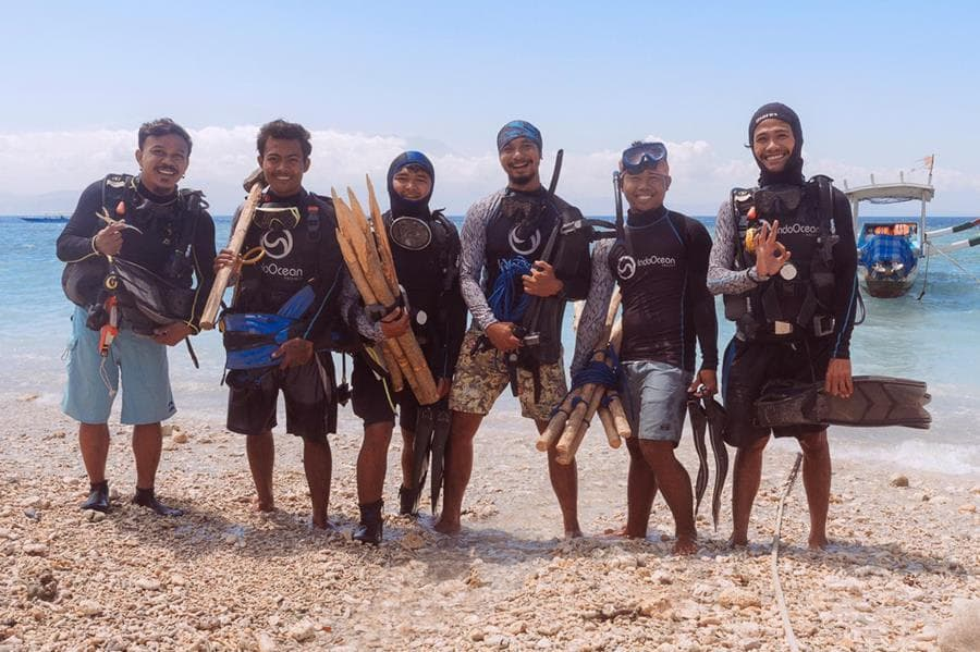 Zulu team was trained in a variety of conservation and coral monitoring techniques and set to work restoring Nusa Penidas spectacular reefs