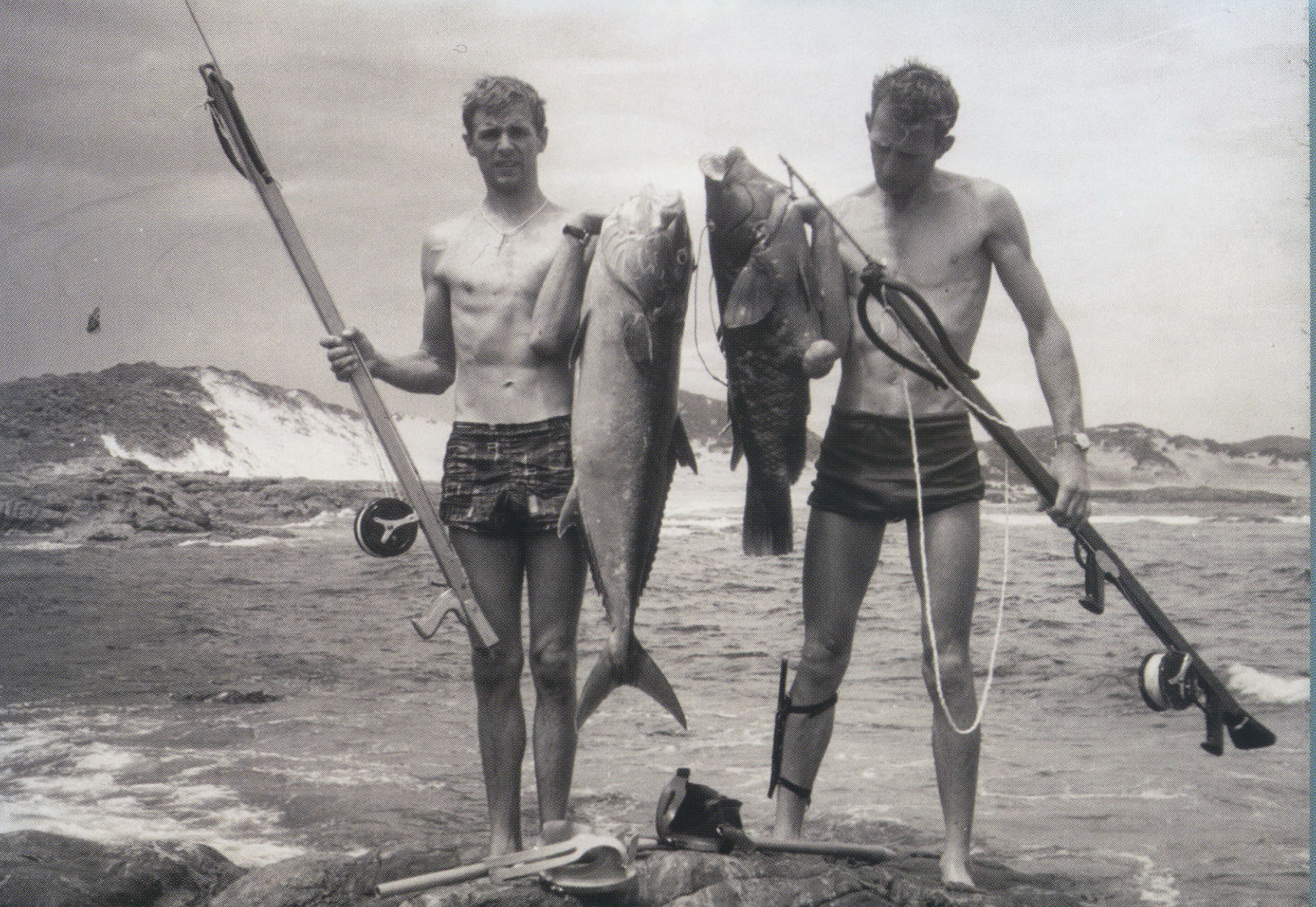 Rodney Fox (Left) Spearfishing in 1961