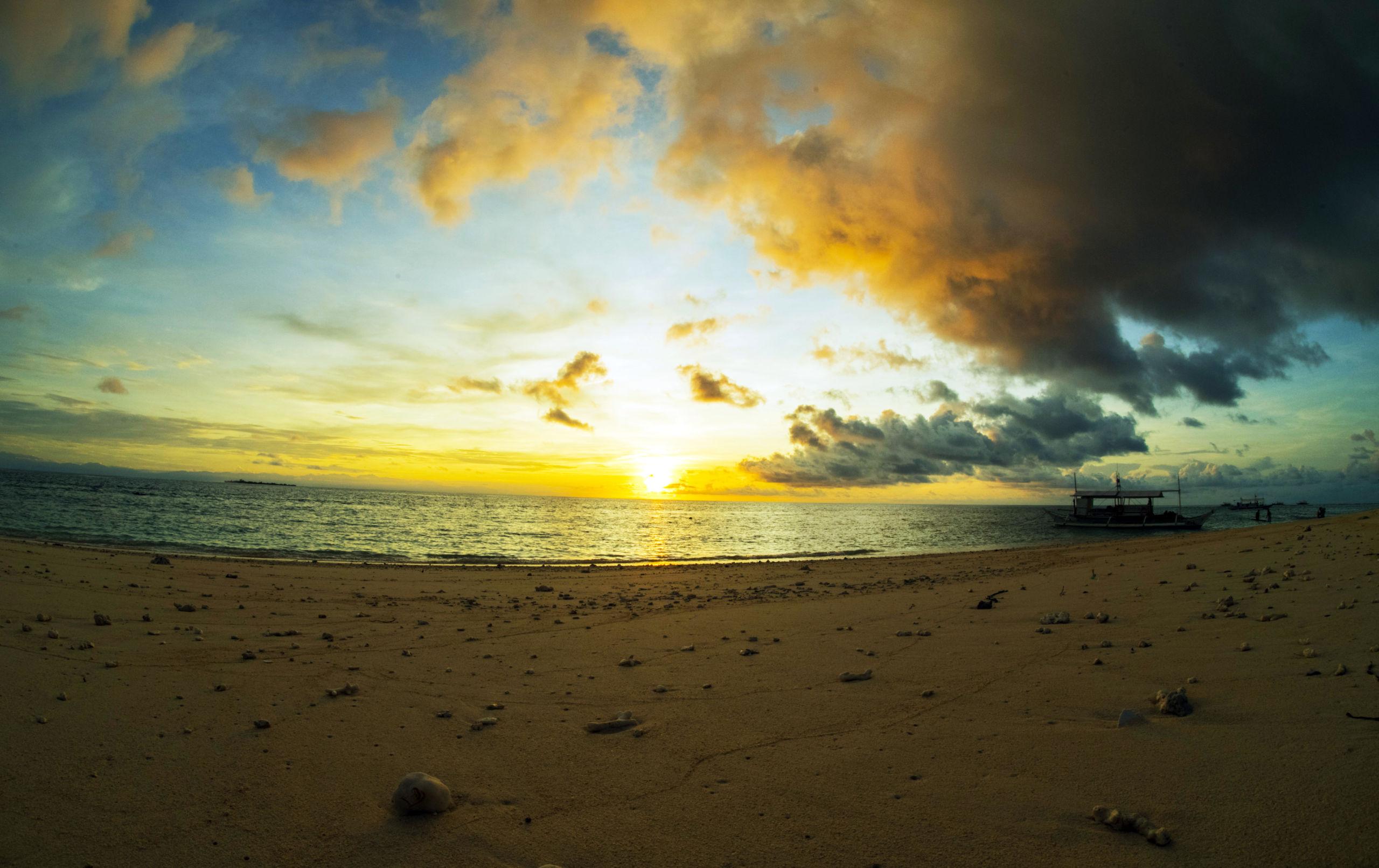 Sunrise by Dyun Depasupil