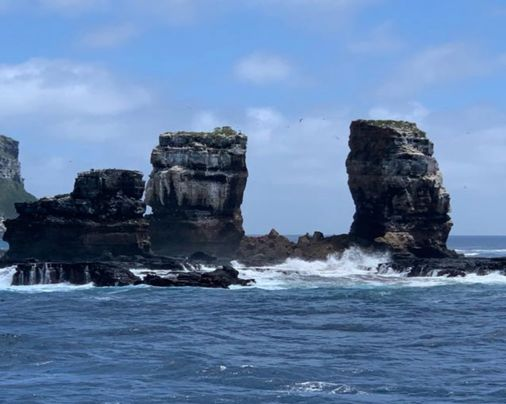 Galapagos' iconic Darwin's Arch collapses